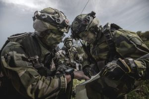på bilden syns militärer under en militärövning