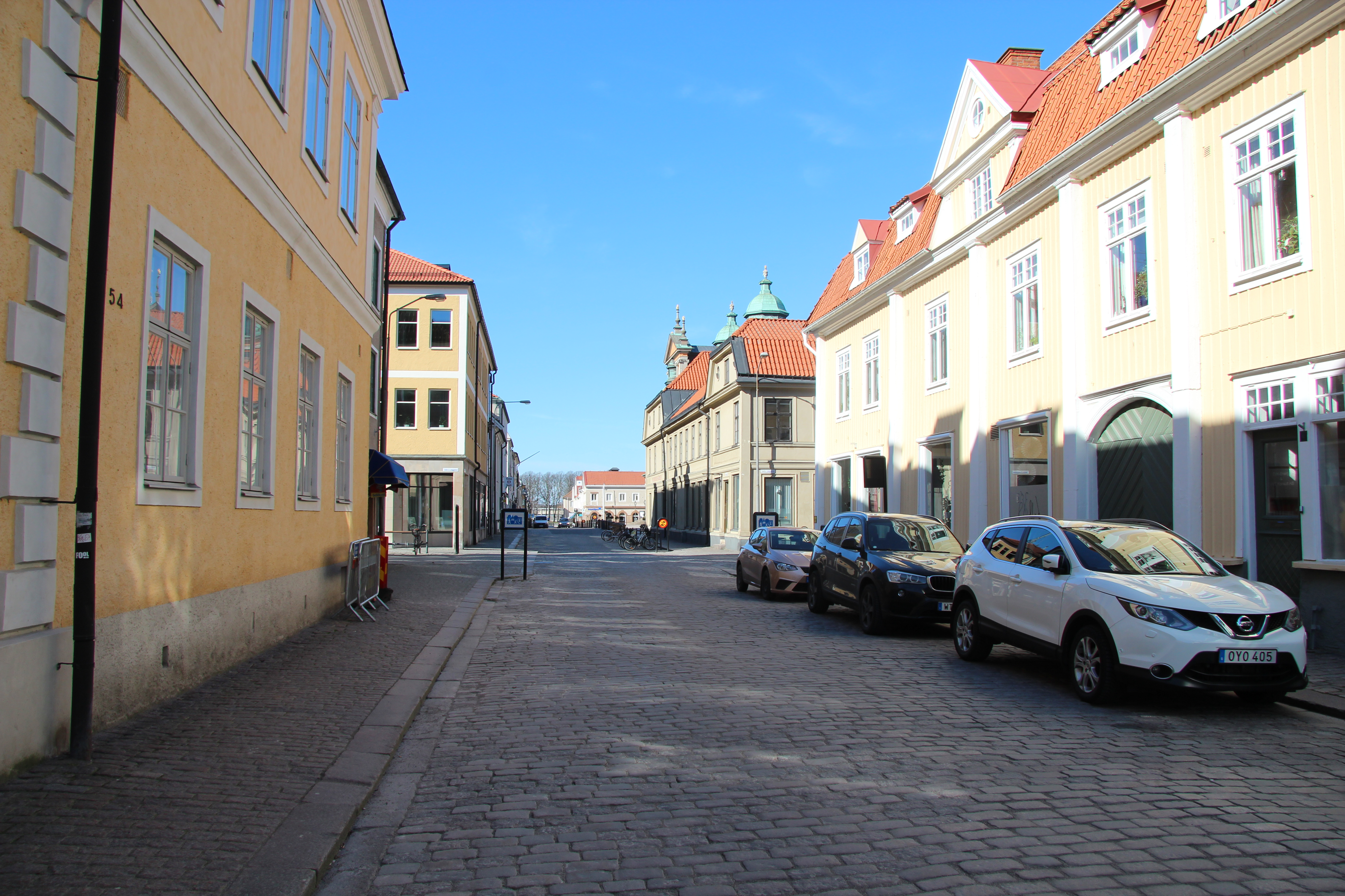 En folktom gata i Kalmar.