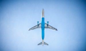 På bilden ser man ett flygplan